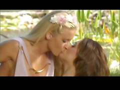 lesbians finger lick jessica outside lynn karlie montanna