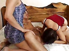 Bedroom Blowjobs Threesome