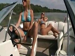 Amateur Beach Lesbians