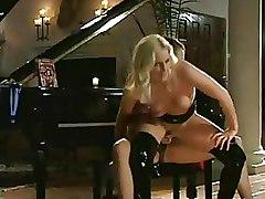 Lesbian Milf latex pussy licking