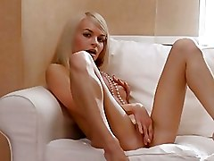 Babes Blondes Panties frigs masturbating rubbing teasing