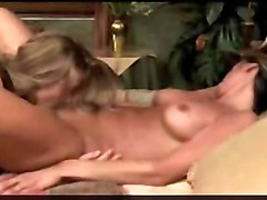 lesbian oral sex pussy licking fingering