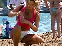 Rubia Preciosa En La Playa