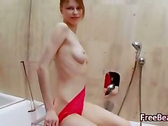 busty bath tube peeing