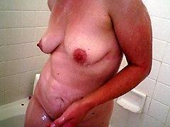 Amateur MILFs Showers