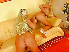 Blondes Lesbian Masturbation Teen