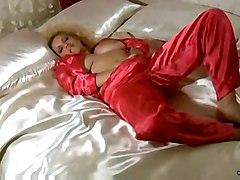milf fingering mature masturbation solo