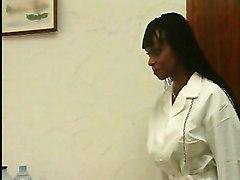 Princesse Orisha, Doctoresse A De Gros Seins