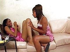 Lesbian Ebony Black-haired Ebony Kissing Lesbian Masturbation Shaved Strap-on Toys Vaginal Masturbation