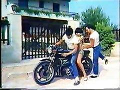Greek Porn&039;70-&039;80 (to Mikrofwno Tis Alikhs-katerina Spathi) 2-gr2
