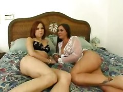 Teen Phoebe & Mom Simone Riley Try New Things