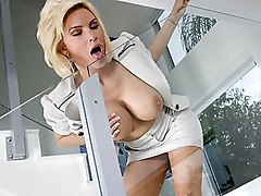 blowjob  beautiful tits  blonde Diamond Foxx