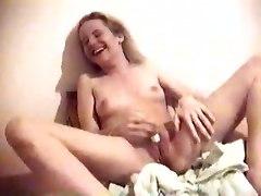 Vicky Squirt Orgasm Orgasmus Spritzend VibratorTeens 18  Squirting Amateur Babes