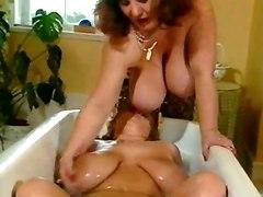 2 Tubbys Scrub In The Tub