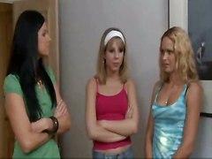 threesome lesbians pussy licking fingering lesbian kiss