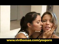 lesbian fingering pussylicking